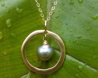 Silver Tahitian pearl circle necklace