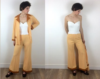 1970s Dogtooth Yellow and white two piece flared bell bottom suit size M