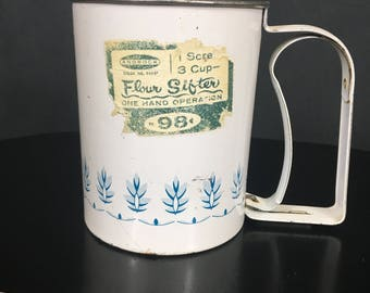 Vintage Flour Sifter, Androck Sifter, Pull Handle Sifter, Farmhouse Decor, Cottage Decor, Cottage Style, Metal Sifter, 1960's, Kitchen Tools