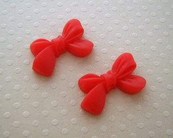 Set of 2 bows resin red 23 x 14 mm