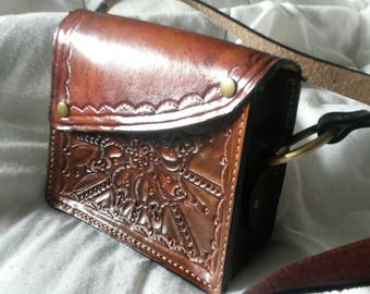 Small shoulder bag.