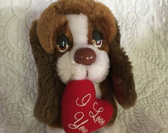"Vintage 7"" Baxter Brown Bassett Hound Plush Holding Red Heart - I love You - Russ Berrie Co - Romance Valentines Gift"