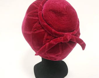 Vintage 1960s burgundy cyclamen velvet pillbox hat