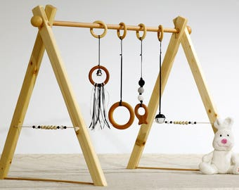 Portico of awakening or Baby gym, Montessori, black and white version and balls in wood on the sides.