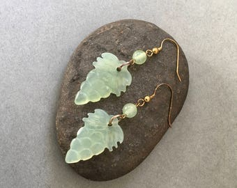Natural jade - Hand carved both sides grapes earrings JE170925G