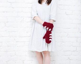 Red merino wool mittens Valentine day gift Heart mittens womens gloves Warm mittens Red hand knitted mittens Wool mittens Red womens gloves