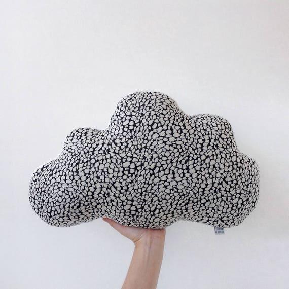 gro e weiche wolken kissen. Black Bedroom Furniture Sets. Home Design Ideas