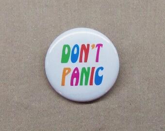 "Hitchhiker's Guide to the Galaxy DON'T PANIC Button 1.25"" Badge Pinback HHGG Douglas Adams"