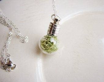 Pale Green Moss Terrarium Necklace, Minimalist Nature Jewelry, Botanical Necklace, Nature Lovers Jewelry