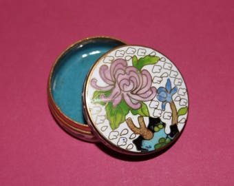 Vintage Delightful Chinese Hand Painted Enameled Brass Pill Box