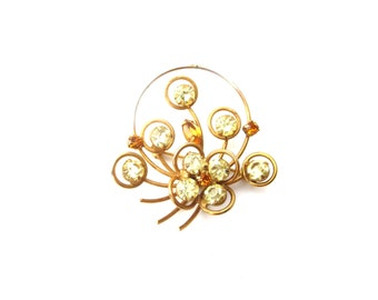 Vintage Unmarked Gold Tone Wire Metal Green & Amber Colored Rhinestone Flower / Floral Basket Brooch
