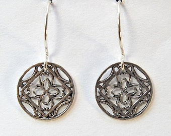 Silver  Disc Earrings     Filigree     Lightweight