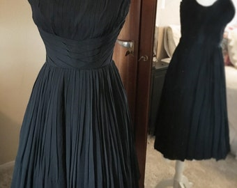 Vintage 1950s little black dress