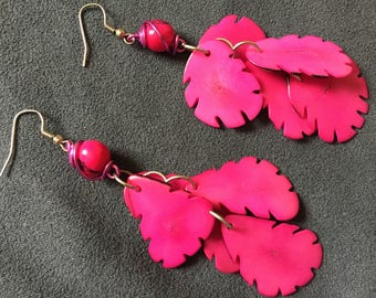 Pair craft earrings pink Mexican tagua petals + Acai seed macrame / Indians Amazon, eco-friendly, Africa, hippie