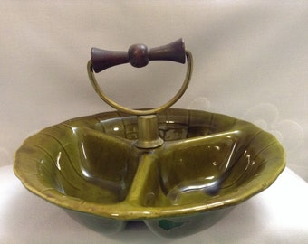 Very nice Vintage green divided candy dish. Kitsch