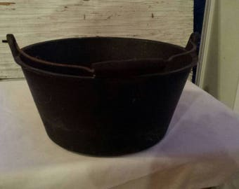 Vintage Stanley Cast Iron 4 Quart Pot. Possibly Manufactured in Waterford, Ireland. Gate Marked,  has a 4 and the Stanley Name on the bottom