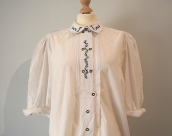 Vintage white shirt / Embroidered leafy details / Wide sleeves / Oversized, loose fit