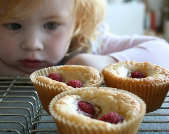 Almond cupcakes with coconut and raspberries 6 tr