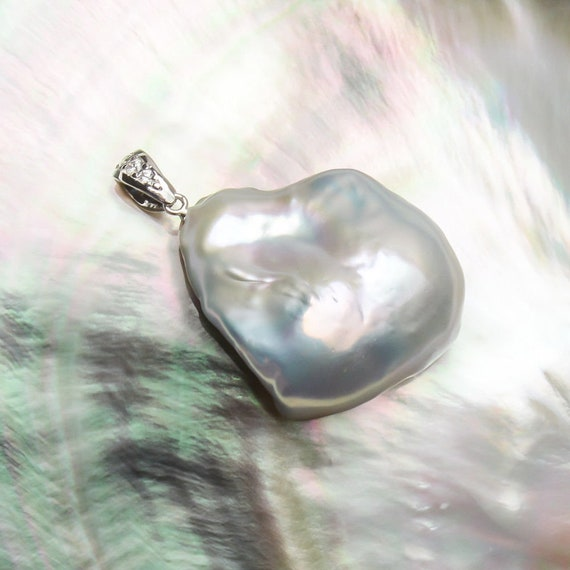 Stunning White Freshwater Kasumi Pearl Pendant set in 925 Sterling Silver