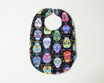 """Grand bavoir """"skull multicolore"""" en coton et éponge 6-24 mois cadeau de naissance garçon"""
