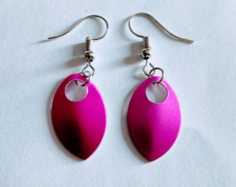 Scale Maille Earrings-Pink