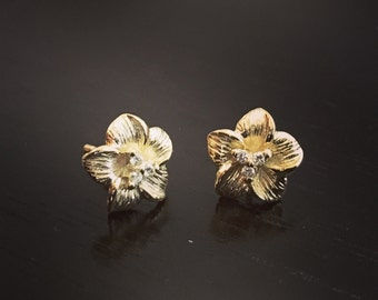 14k Yellow Gold Flower Stud Earings