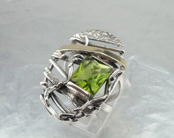 925 Silver Peridot Ring, Silver and Gold Ring, 9ct Yellow Gold Peridot Ring, Size 7, Green Stone, August Birthstone, Birthday, Gift (s 1785