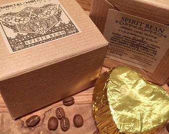 Esprit fève Cacao cru: 2 truffes chocolat noir w / miel et grains de café