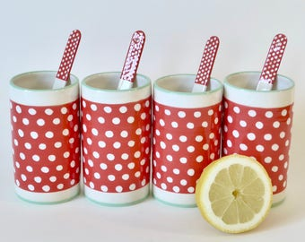 4 mugs and touillettes red with white dots - 4 glasses with ceramic and spoons