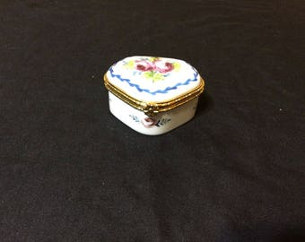 Vintage Fine Porcelain Hand Finished Trinket Box
