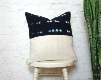 Indigo and White Mudcloth Pillow Cover / African Mudcloth Bogolanfini Natural Dye Navy Blue Cream Cotton Hand Woven Decorative Throw Cushion