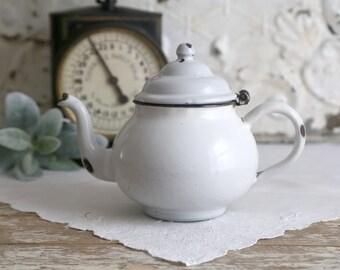 Vintage Enamel Teapot, White Enamelware Teapot, Enamel Tea Kettle, Farmhouse Kitchen Decor, Vintage Farmhouse Decor