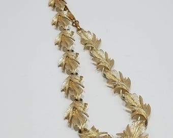 Gorgeous Classic Lisner Necklace with a Leaf Motif
