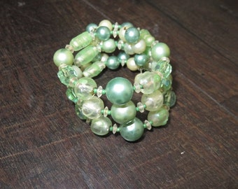 Vintage 1950s green beaded wrap cuff bracelet
