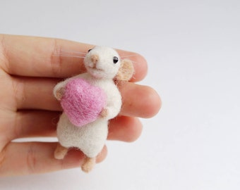 Needle felted mouse with pink heart