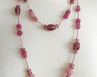 Beautiful Vintage 1970's Purple/Pink Long Glass Beaded Necklace.