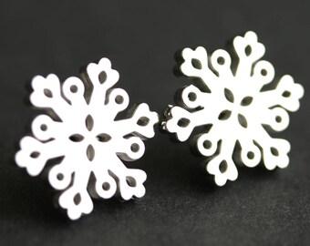 Silver Snowflake Earrings. Winter Earrings. Floral Filigree Snow Earrings. Silver Post Earrings. Snow Flake Earrings. Winter Jewelry.