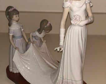 "Lladro ""Here Comes the Bride"" Figurine"