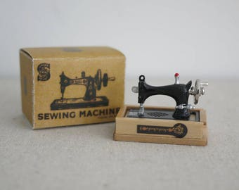 Miniature Sewing Machine with sewing elements and box, Dollhouse Sewing, Vintage Sewing Machine, Tiny Sewing Machine, 1/12th Sewing Machine