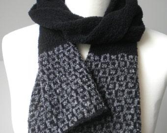 BENNAN pattern edge scarf