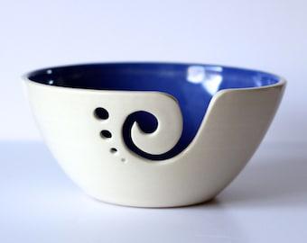 Tazón azul cerámica hilados, hilado Bowl, tazón de fuente de punto, ganchillo Bowl, azul y blanco hilo Bol, hecho por encargo
