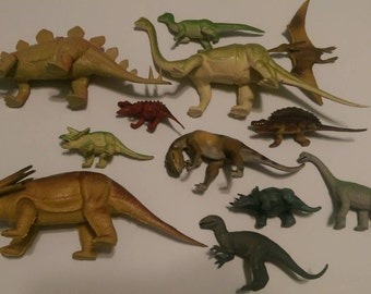 Lot of 12 vintage dinosaur figurines