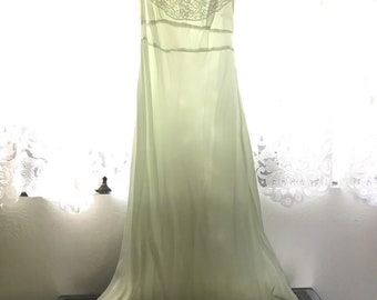 Spring Beauty 1930s Vintage Lady Edso Pale Sea Foam Green Satin & Lace Nightgown