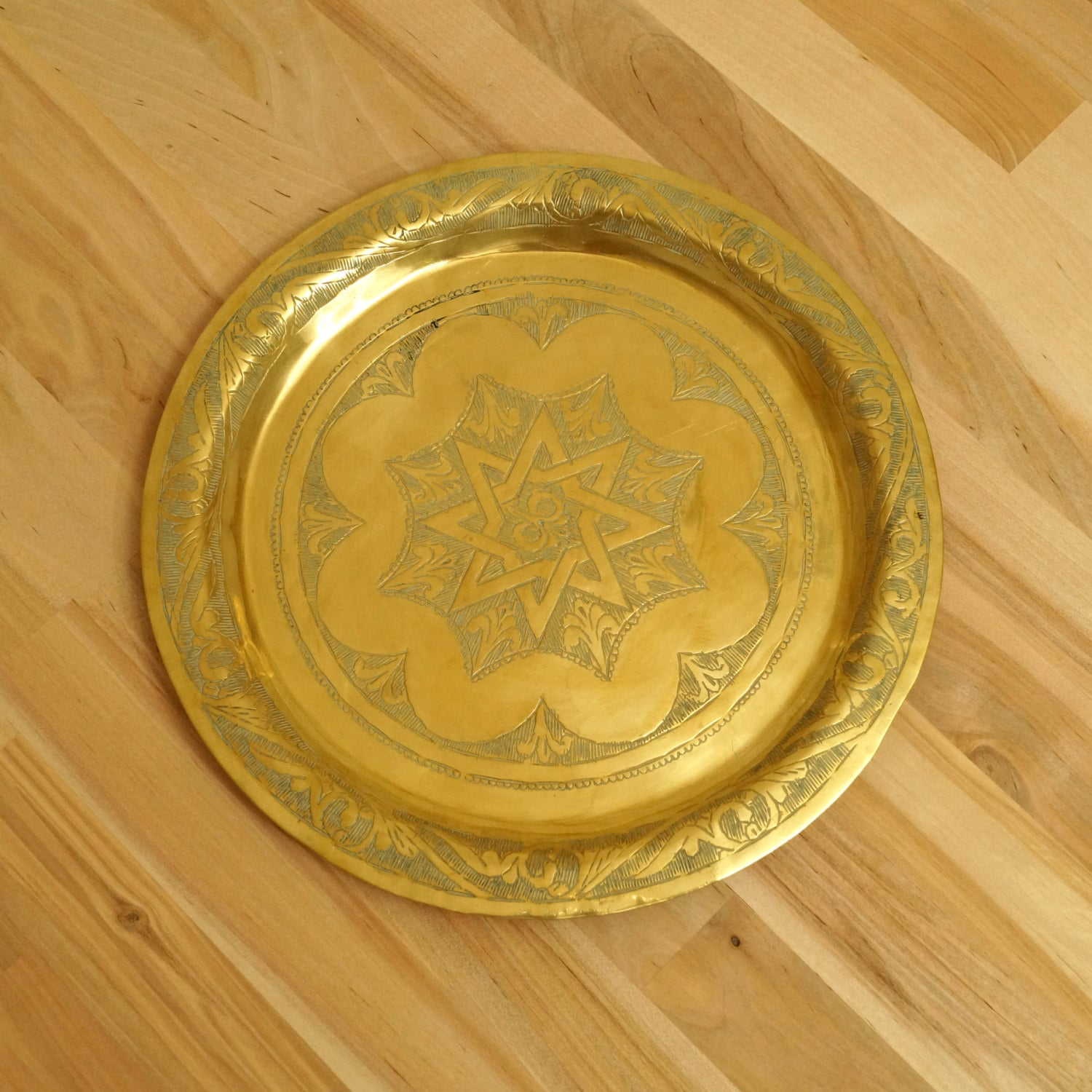 25 cm plate / tray / wall hanging Floral design on the egde