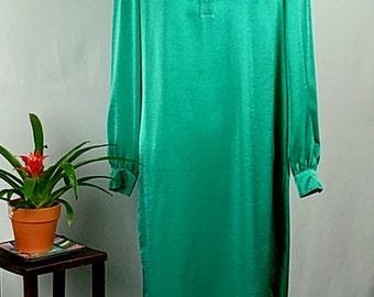 Vintage 80's Diane von Furstenberg Light Green Button-Down Shirt Dress