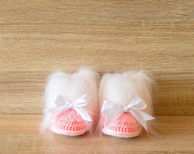 Pink Baby girl booties with bows - Crochet Baby booties - Faux Fur Booties - Baby girl winter boots - Newborn girl Booties - Preemie booties