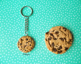 Realistic Chocolate chip cookie keychain / miniature food / polymer clay jewelry