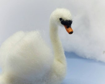 Swan, White swan, needle felted Swan, exquisitely elegant Swan ornament , Swan wool sculpture, wedding favour,poseable