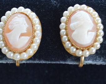CORO Cameo Screw back Earrings, Faux Pearl, Vintage (H15)