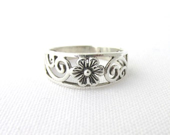 925 Silver ring decorated with a flower and scrolls T 55